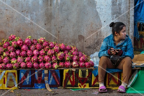 A woman selling dragon fruits at a market (Vientiane, Laos)