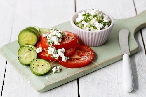 Coarse cream cheese with chives with tomatoes and cucumbers