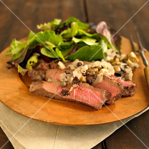 Steak salad with onions and capers