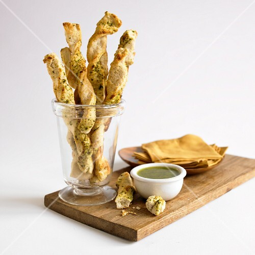 Spinach and cheddar bread sticks with a dip