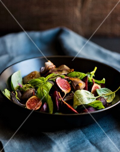 Fig salad with basil