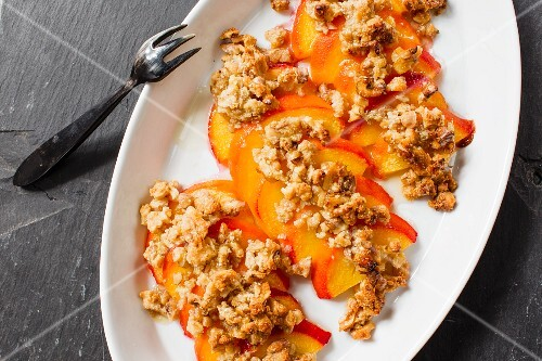 Peaches gratinated with walnuts