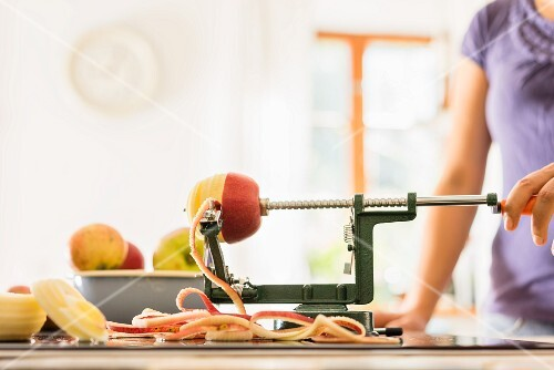 Apples being peeled with a peeling machine