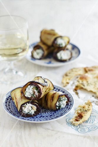 Aubergine rolls with dill yoghurt and pita bread