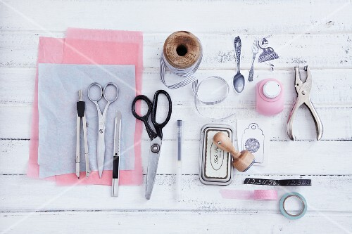 Materials and utensils for wrapping gifts