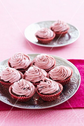Chocolate cupcakes with raspberry cream