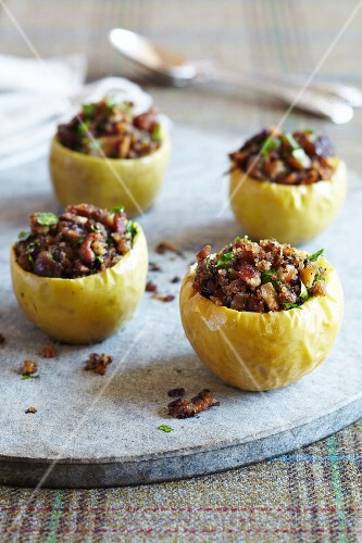 Hollowed-out apples filled with bacon, breadcrumbs and parsley