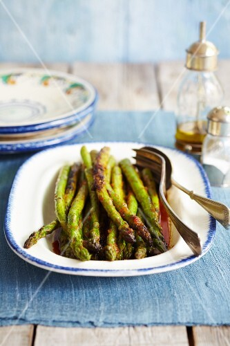 Roasted asparagus with tomato dressing