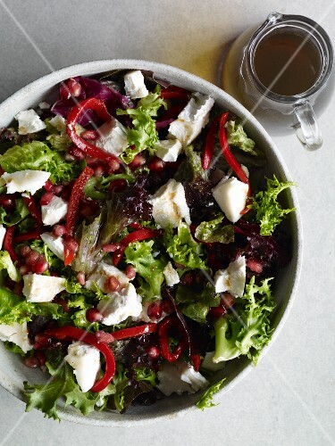 Mixed leaf salad with goat's cheese and pomegranate molasses