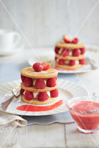 Raspberry tartlets with raspberry coulis