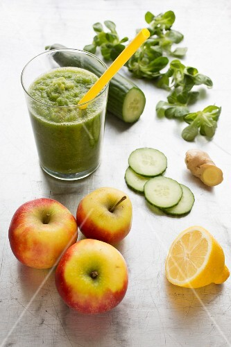 A green smoothie with ingredients