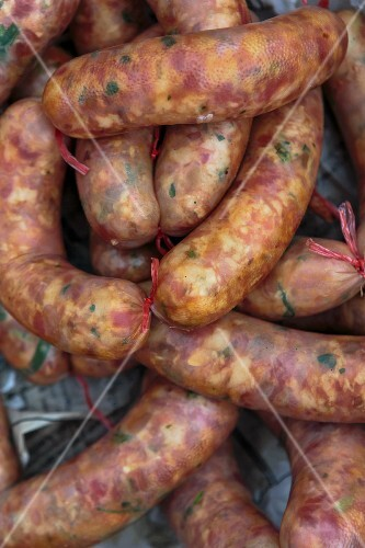Raw Sai Oua pork sausages at a market (Vientiane, Laos)