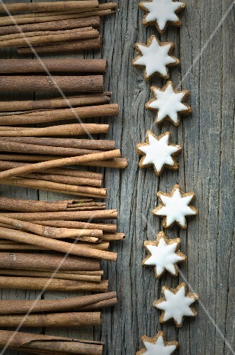 Cinnamon sticks and cinnamon stars on a wooden surface