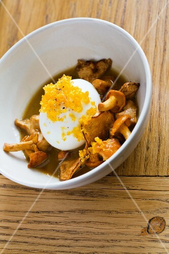 Chanterelle mushrooms with poached egg at the restaurant Yard, Paris