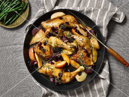 Roast chicken with autumnal fruits