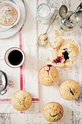 Muffins with a berry jam core