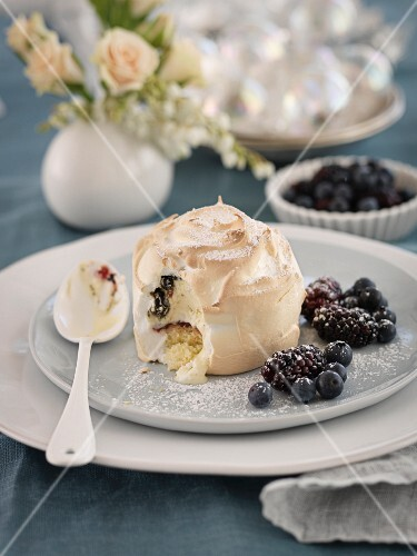Baked Alaska with berries (Christmas)