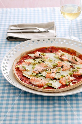 Pizza with courgette and salmon