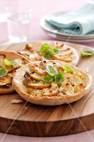 Mini pizzas with apples, cheese and basil