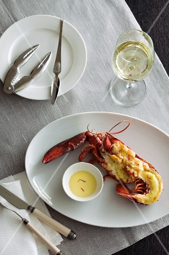 Gratinated lobster with saffron sauce