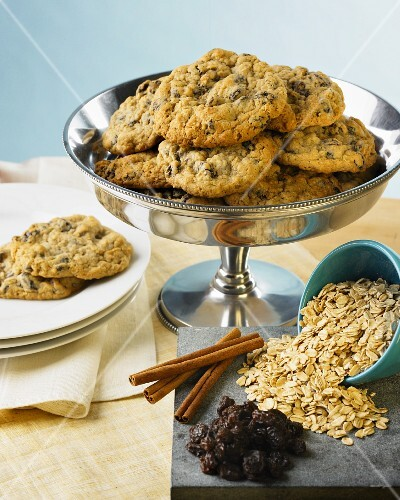 Oat and raisin cookies with ingredients