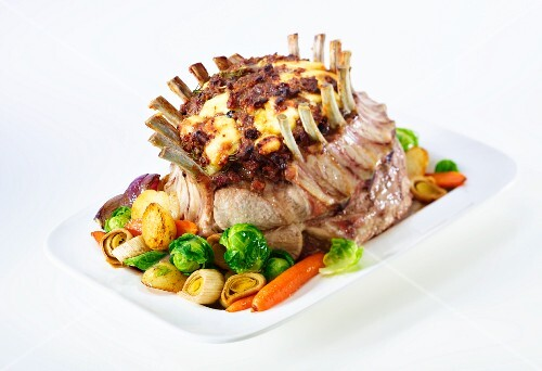 Stuffed pork crown with vegetables