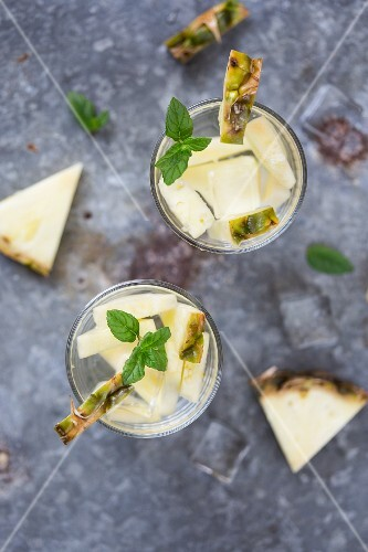 Water flavoured with pineapple and mint