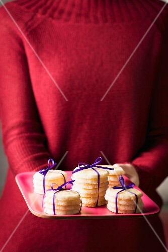 Mini butter biscuits tied in stacks