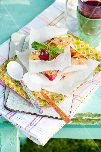 Grilled semolina slices with raspberries