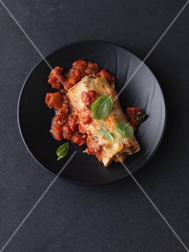 Vegetarian cannelloni with an einkorn and aubergine filling