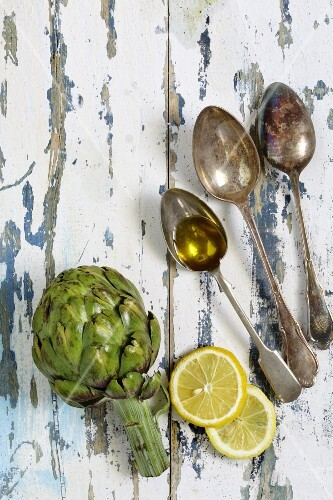 Artichokes, lemon slices and olive oil