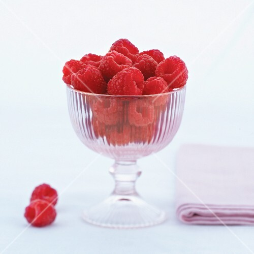 Raspberries in a glass bowl