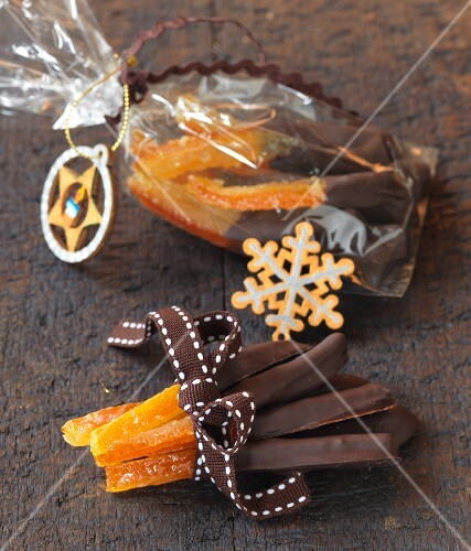 Orangettes (candied oranges with a chocolate glaze, France)