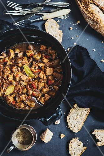 Pork goulash with beer and bread