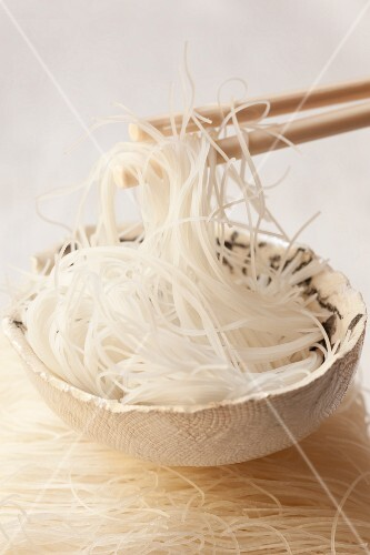 Rice noodles, cooked and raw (Asia)