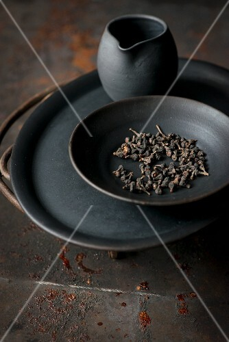 Cloves in a dark bowl