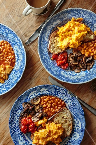 English breakfast with scrambled egg, baked beans, bread and mushrooms (England)