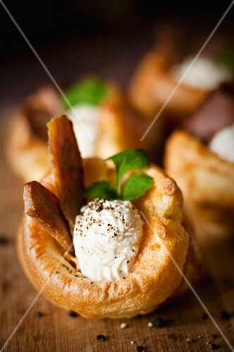 Yorkshire pudding with roast beef, horseradish sauce and parsley