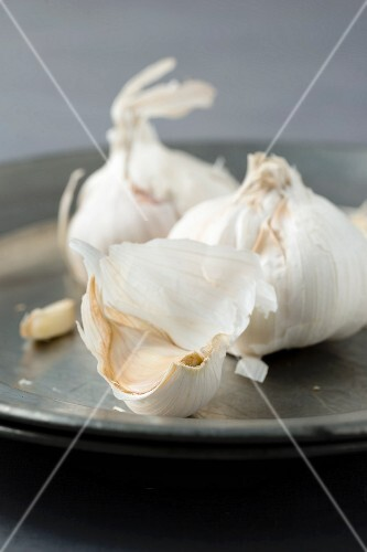 Garlic on a pewter plate