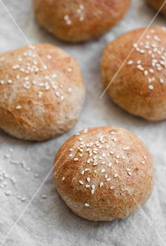Wholemeal rolls with sesame seeds