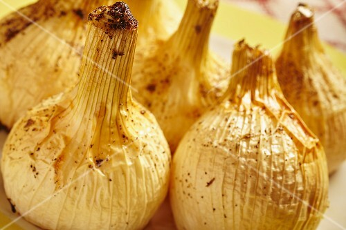 Roasted onions (close-up)