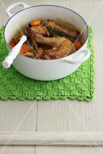 Braised chicken legs with thyme and cinnamon