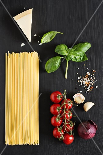 Ingredients for spaghetti with tomatoes