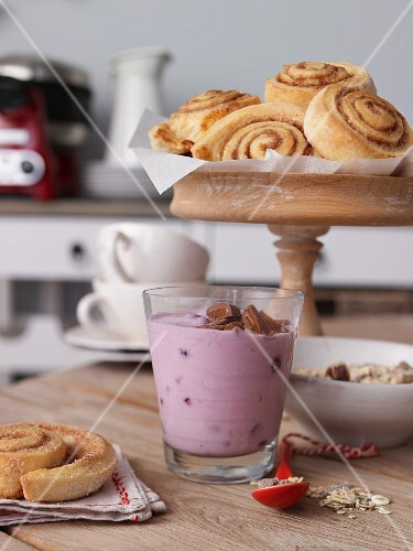 Cinnamon buns and berry yoghurt for a winter brunch