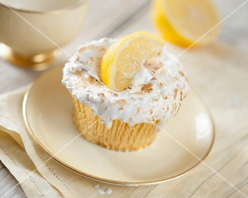 Gratinated lemon meringue cupcake