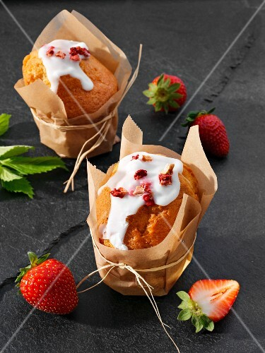 Strawberry muffins with lemon glaze