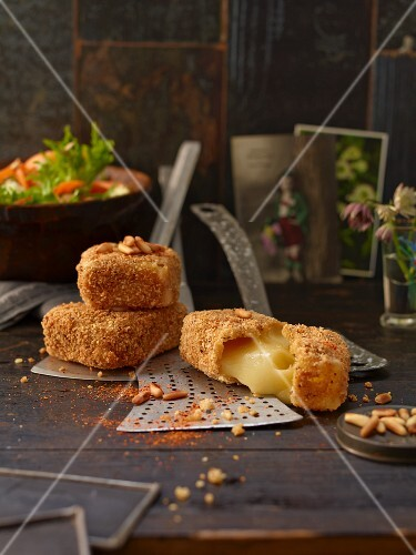 Baked creamy cheese in a Schüttelbrot crust (crispy unleavened bread from South Tyrol) with pine nuts