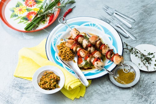 Chicken skewers with mushrooms and a curry dip
