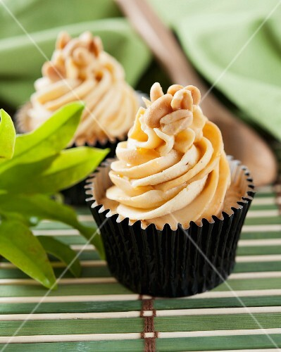 Cupcakes with peanut butter cream and caramel