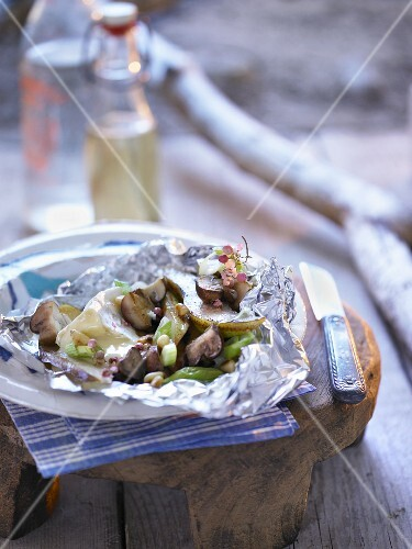 Grilled Camembert with pears and mushrooms in aluminium foil